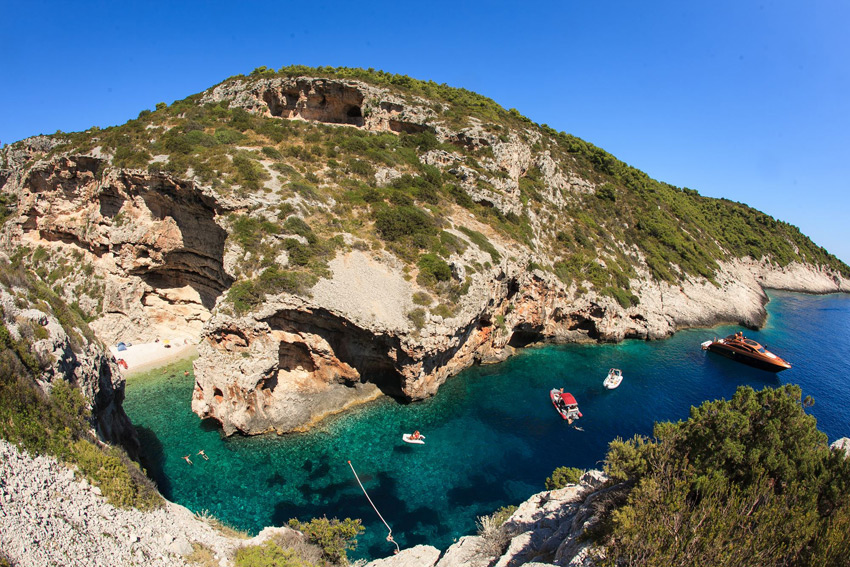 Stiniva bay, among the best secluded bays and coves in Croatia